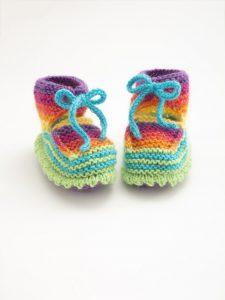 rainbow-booties-free-knitting-pattern