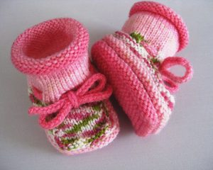 Christine's Stay-On Baby Booties free knit pattern