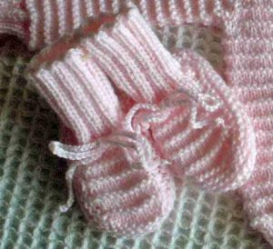 Free Garter Stitch Welts Baby Booties Knitting Pattern