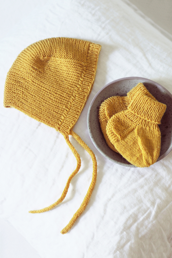 Free Baby Hat and Booties Set Knitting Pattern