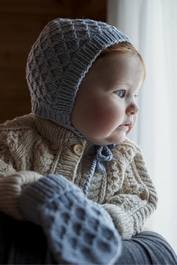 Free-Knit-Pattern-for-Sintti-baby-bonnet